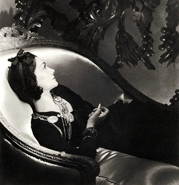 """""""Gabrielle Bonheur Chanel""""... Ce patronyme ressemble étrangement à celui d'un conte de fées. Et pourtant ! C'est le véritable nom de Coco Chanel, immense créatrice de mode parisienne"""