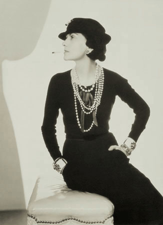 La dame vêtue de Noir