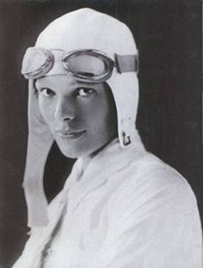 Ce nom ne vous dit pas grand-chose ? Je vous rassure : c'est naturel. Et pourtant... Amelia Earhart est l'incarnation même de LA femme aventurière, pionnière, mais aussi libérée... Effectivement, difficile de ne pas voir l'implicite dans ses exploits : Amelia a été la première femme à traverser l'océan Atlantique, en 1928 !