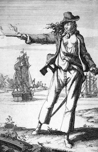 En voilà, un thème insolite ! Plus que tout autre personnage historique, le pirate fascine. Par sa liberté, sa soif de richesse (et de sang !), le pirate attire. On pense tout de suite au beau pirate rebelle comme Jack Sparrow (interprété par Johnny Depp) mais le pirate, c'est aussi et surtout dans l'imaginaire l'ivrogne édenté, le vrai flibustier du 17ème siècle !