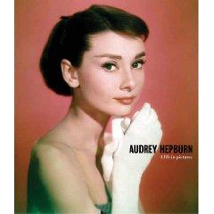 Un beau livre nous permettant de découvrir la vie d'Audrey Hepburn en image... Magnifiques photos!