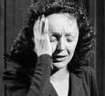 Edith Piaf, la chanteuse française qui a le plus marqué le XXè siècle. Sa vie a été aussi difficile que son talent était grand.