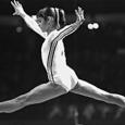 Nadia Comaneci est loin d'être une femme ordinaire, et est encore plus loin d'être une gymnaste ordinaire : c'est LA plus grande gymnaste.